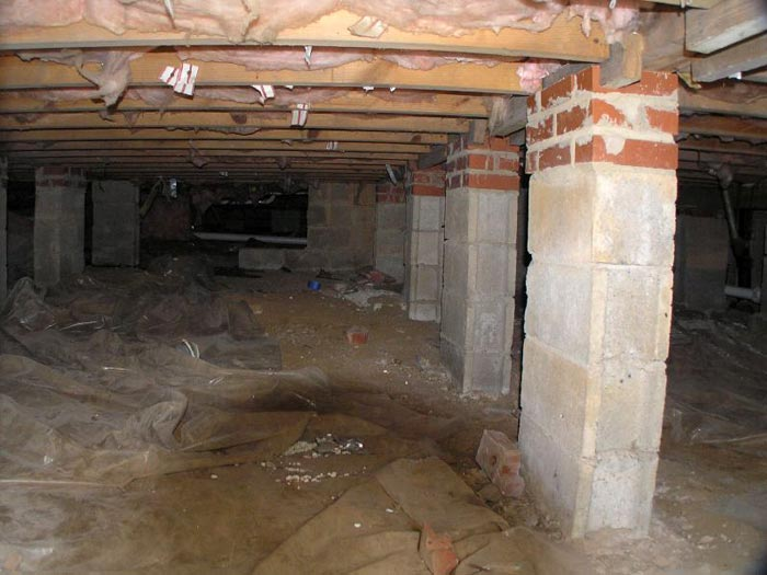 What causes foundation settlement for Crawl space foundation